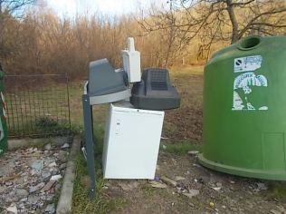 cassetta-acqua-water-frigo-televisioni-ponte-di-meleto