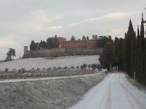 castello-di-brolio-e-neve-2