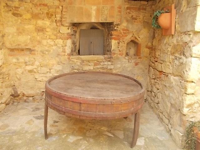 forno e tavolo da botte di vino