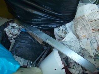 spazzatura su strada fraraddae gaiole in chianti (3)
