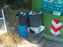 gaiole castelnuovo berardenga, spazzatura per le strade (1)