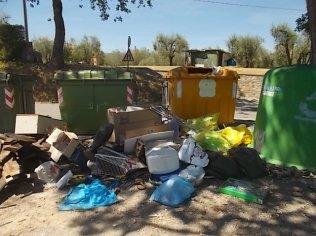 guistrigona rifiuti sulla strada (11)