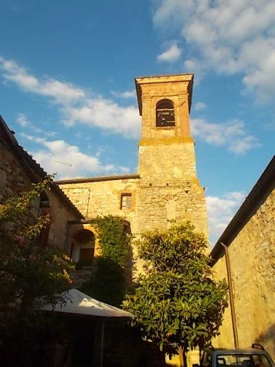 rapolano, chiesa di san vittore e lampioni danneggiati (4)