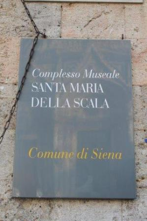 porta santa maria della scala siena (10)