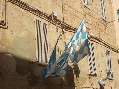 siena via duprè bandiere onda vittoriosa (5)