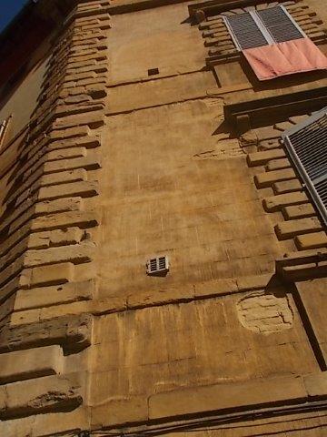 siena finestra piccola piazza postierla (1)
