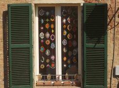 siena la finestra con i centrini all'uncinetto (14)