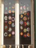 siena la finestra con i centrini all'uncinetto (3)