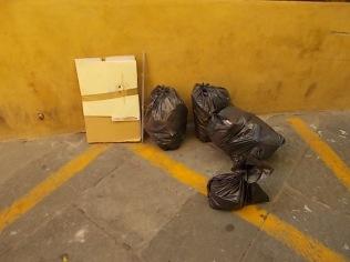 siena-spazzatura-per-le-vie-del-centro-ore-10-14
