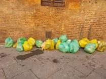 siena-spazzatura-per-le-vie-del-centro-ore-10-17