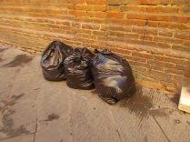 siena-spazzatura-per-le-vie-del-centro-ore-10-19