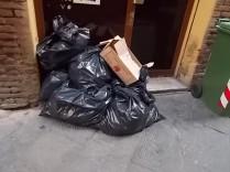siena-spazzatura-per-le-vie-del-centro-ore-10-43
