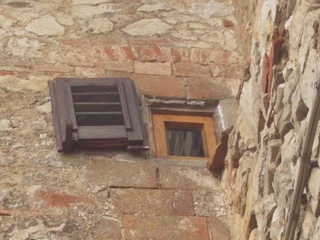 vertine la seconda finestra più piccola del mondo