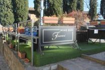 franci wine bar montalcino, erba di plastica (2)