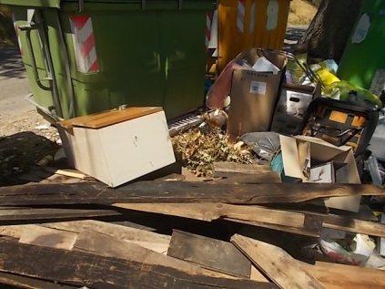 guistrigona-rifiuti-sulla-strada-8