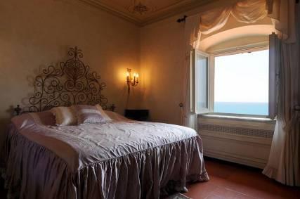 05-interno-di-una-camera-di-vilal-corcos--castiglioncello--toscana--courtesy-lionard-exclusive-real-estate