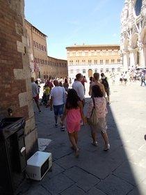 siena forno abbandonato in piazza del duomo foto di andrea pagliantini (2)