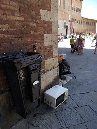 siena forno abbandonato in piazza del duomo foto di andrea pagliantini (5)