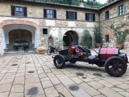 vertine e badia a coltibuono auto club e moto d'epoca siena e triciclo a motore primetti stucchi (5)