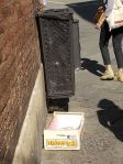 cassetta arance abbandonata in piazza duomo (3)