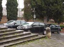 siena basilica dei servi auto sugli scalini (6)