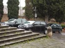siena basilica dei servi auto sugli scalini (7)