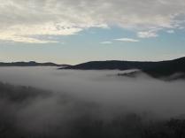 nebbia castello di meleto e sfondo dell'amiata (11)