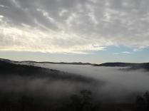 nebbia castello di meleto e sfondo dell'amiata (7)