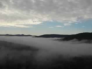 nebbia castello di meleto e sfondo dell'amiata (8)