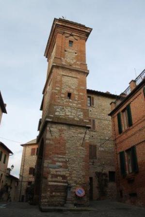 torre dell'orologio e rione castello (2)