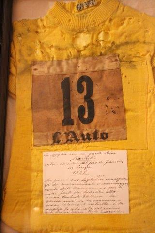 maglie gino bartali nella chiesa di santa domitilla siena (6)
