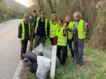 vignaioli radda pulizia strada dai rifiuti (2)