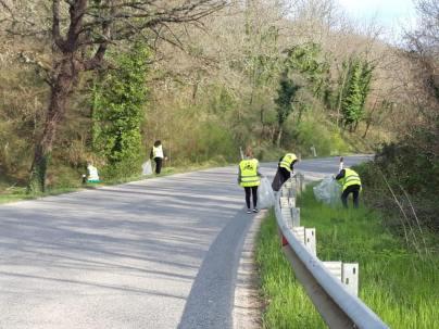 vignaioli radda pulizia strada dai rifiuti (8)