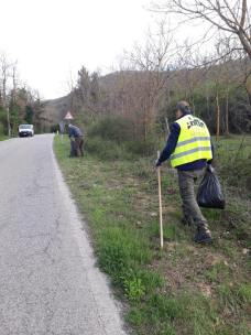 vignaioli radda pulizia strada dai rifiuti (9)