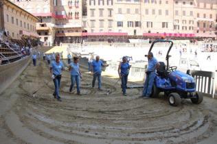 il trattorista di piazza del campo (6)