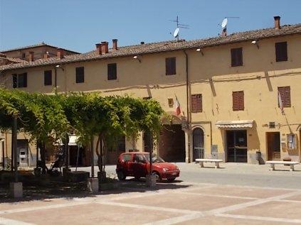 piazza marconi castelnuovo berardenga (1)