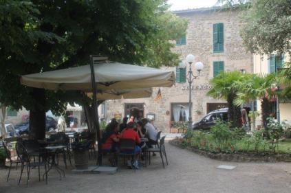 montalcino, tita, giardino, tavoli ristorante (17)