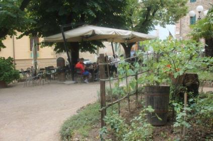 montalcino, tita, giardino, tavoli ristorante (28)