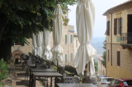 montalcino, tita, giardino, tavoli ristorante (32)