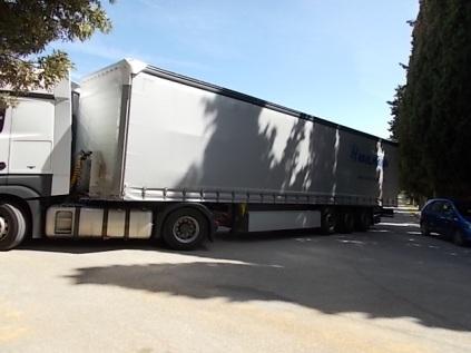 vertine, camion, macchine, parcheggio (1)