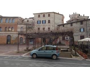 castelnuuovo berardenga piazza marconi fiat panda installazione artistica