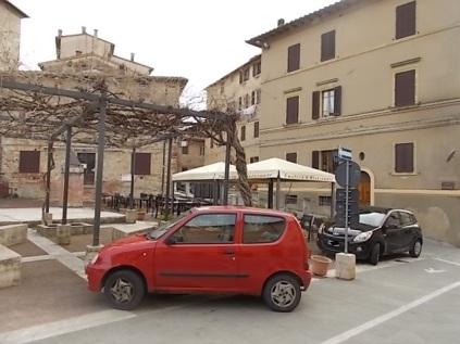 piazza marconi castelnuovo berardenga
