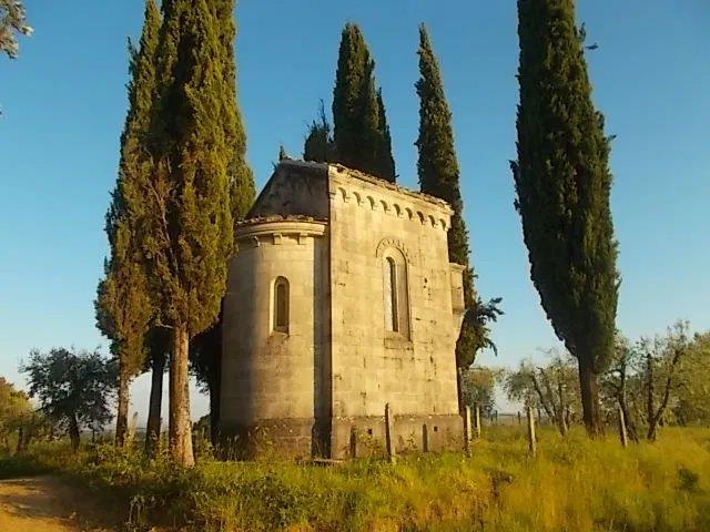 chiesa-neo-gotica-berardenga-6.jpg