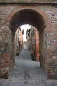 torre-dellorologio-e-rione-castello-1.jpg