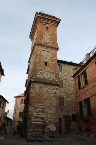 torre-dellorologio-e-rione-castello-2.jpg