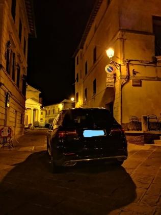 berardenga, auto che ostruisce (3)