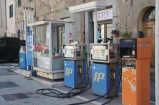 distributore benzina chiusdino (1)