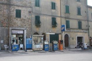 distributore benzina chiusdino (3)
