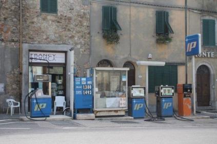 distributore benzina chiusdino (4)
